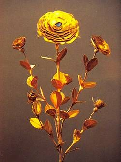 Roses D'Or Enluminées | D'Acanthes et d'Ancolies